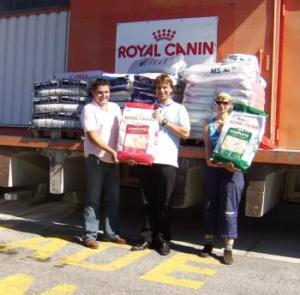 royal canin spendet 2 tonnen futter an hundehilfe. Black Bedroom Furniture Sets. Home Design Ideas